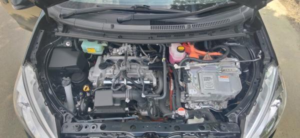 Toyota Aqua I Рестайлинг черный двигатель