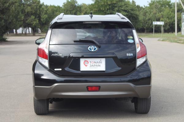 Toyota Aqua I Рестайлинг черный зад