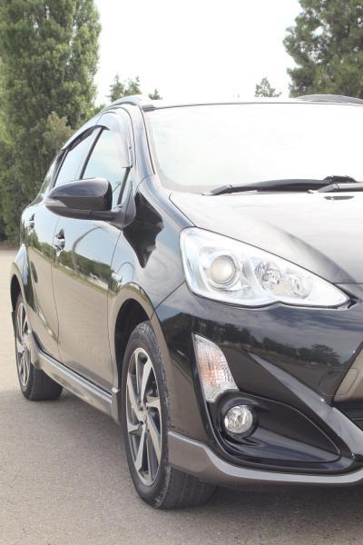 Toyota Aqua 2015 черный передняя фара