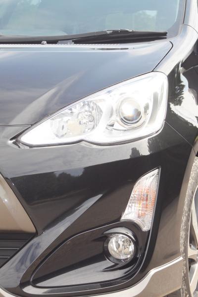 Toyota Aqua I Рестайлинг черный фара