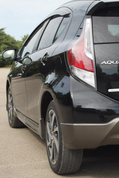 Toyota Aqua 2015 черный задняя фара