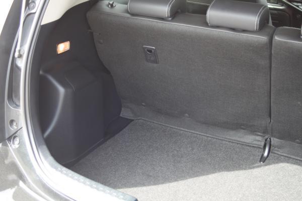 Toyota Aqua 2015 багажник