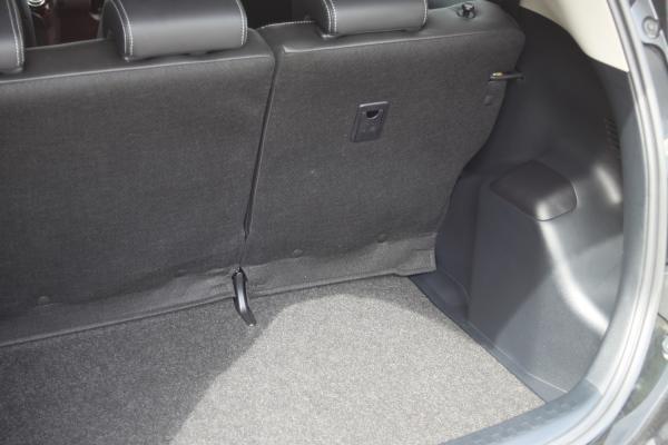 Toyota Aqua I Рестайлинг багажник