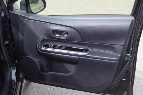 Toyota Aqua I Рестайлинг черный дверь