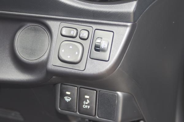 Toyota Aqua I Рестайлинг кнопки