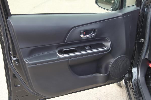Toyota Aqua I Рестайлинг дверь
