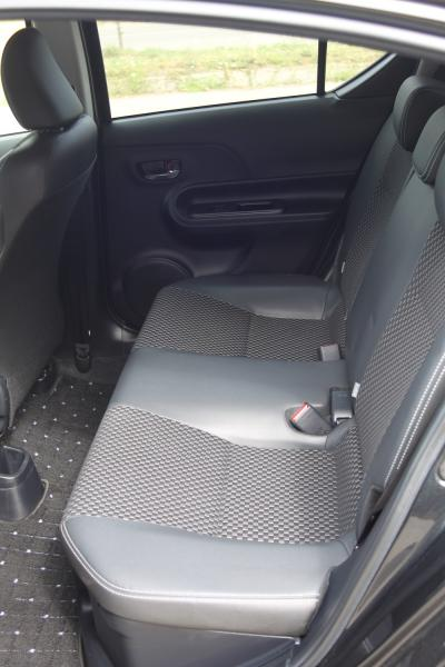 Toyota Aqua 2015 сидения