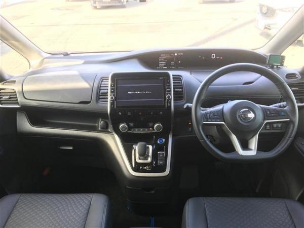 Nissan Serena V